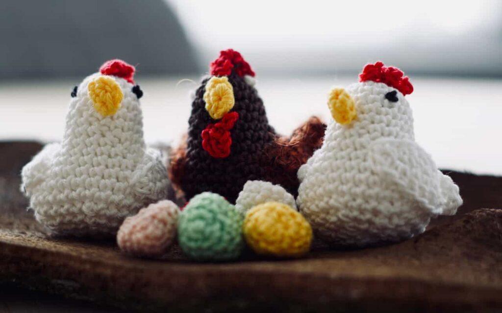 Amigurumis animales: gallinas y huevos a ganchillo. Parches animal crossing